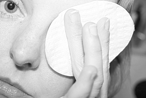 Les p'tits soins indispensables : le démaquillage (2/2)