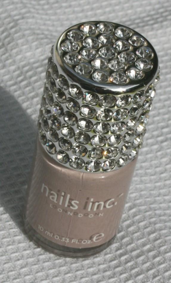 Bling-bling à l'extérieur mais classe à l'intérieur : les vernis Nails INC. Crystal Cap