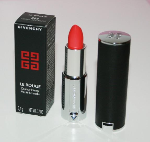 Le rouge par Givenchy : une petite merveille habillée de cuir