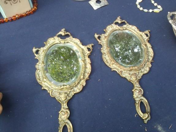 deux miroirs en bronze