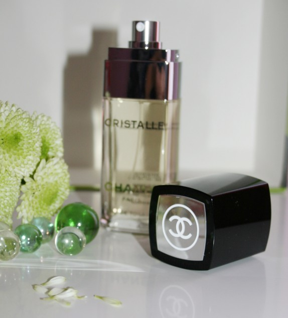 parfum cristalle chanel pas cher. Black Bedroom Furniture Sets. Home Design Ideas