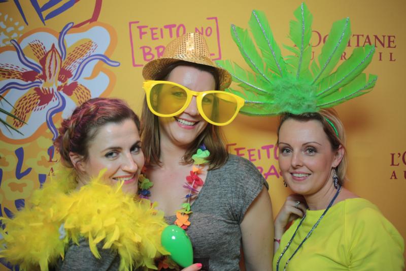 Soirée brésilienne avec Chris du blog 30 ans en beauté (à gauche) et Julie du blog Jujuteam (au centre) et moi qui avait osé le jaune pétant...