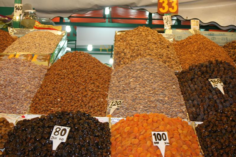 des épices, olives et fruits secs à profusion dans un mélange de saveurs...
