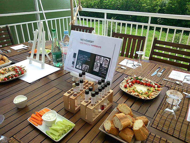 la terrasse sur laquelle l'équipe NovExpert peut déjeuner tous les jours de beau temps, le pied, non?