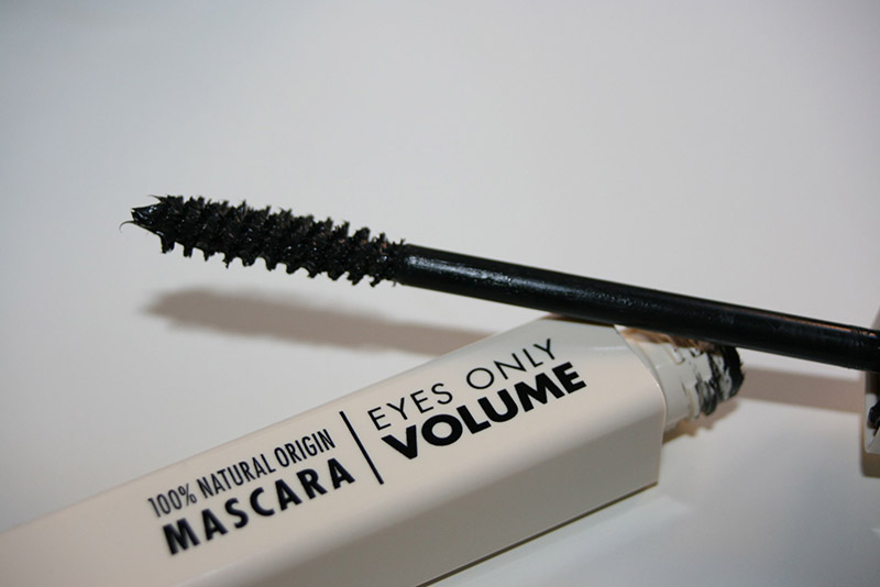 The very good surprise du mascara volume « Eyes only » de UNE beauty