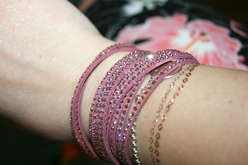 une chainette discrète... avec mon bracelet Swarovski
