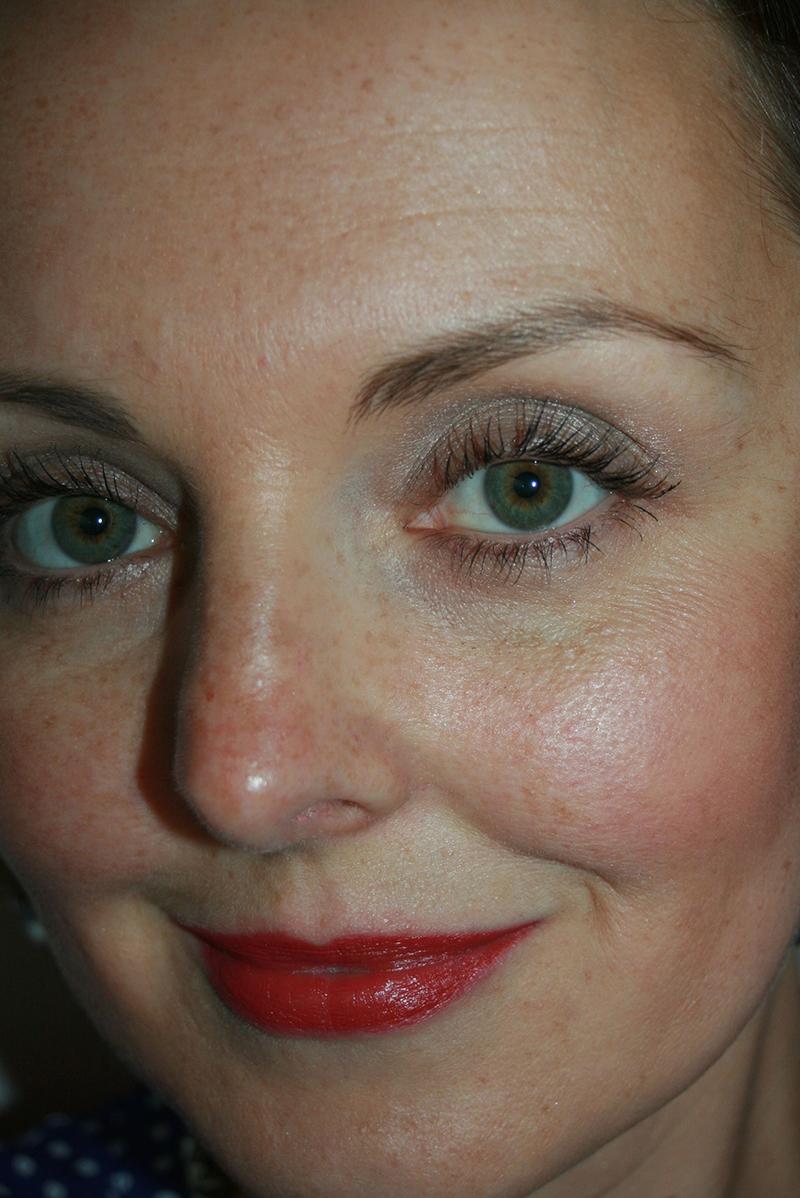 avec la palette JOUR et le nouveau rouge à lèvres Clarins (dont je vous reparle dans un article dédié)