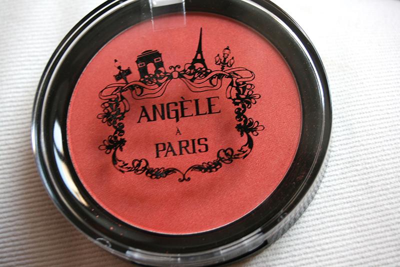 lush angèle à paris