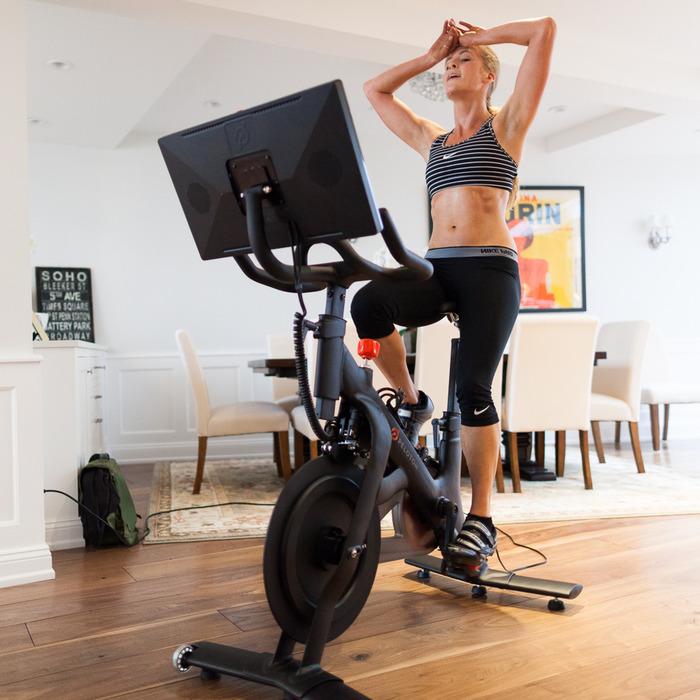 (c) Peloton Bike  - mon élo est plus simple mais il se trouve dans mon bureau et  je m'installe devant un écran (mon Mac ou un lecteur DVD portable) pour que le temps me semble moins long quand je pédale !