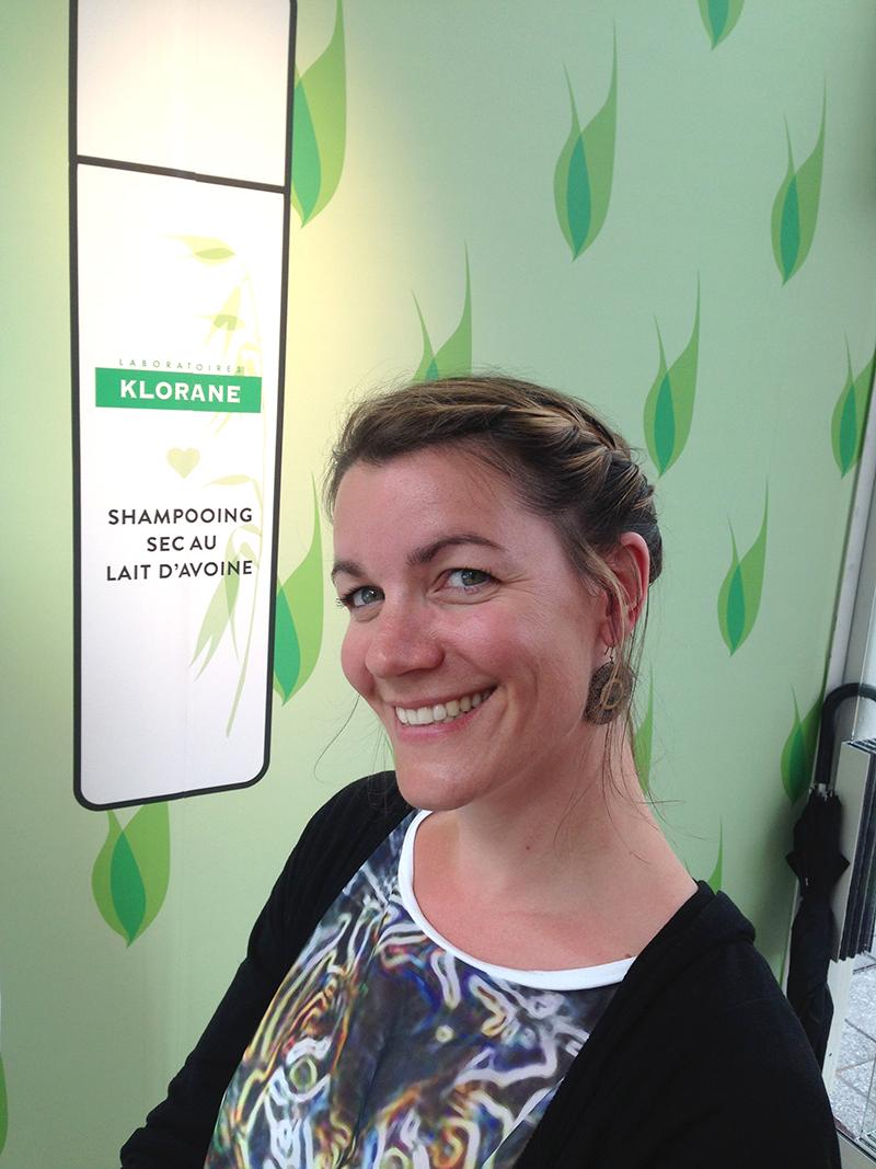 Julie a opté pour une coiffure tressée sur le côté... (j'adore !)