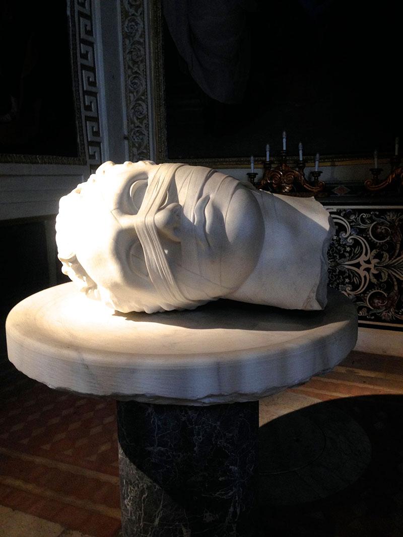 statue rome