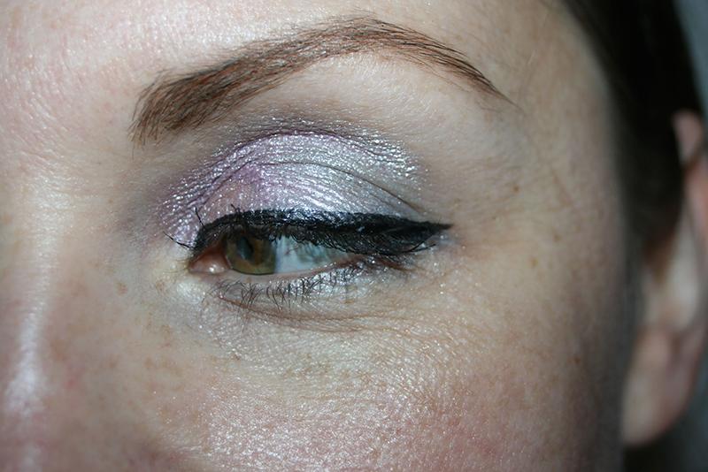Maquillage argenté pour les fêtes : comment le porter?
