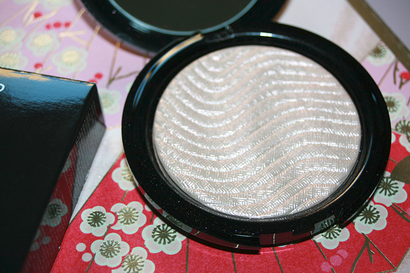Pro Light Fusion, l'enlumineur poudre de Make Up For Ever