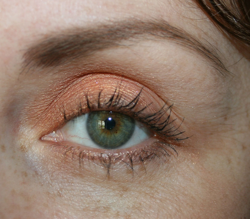 yeux verts fard orange