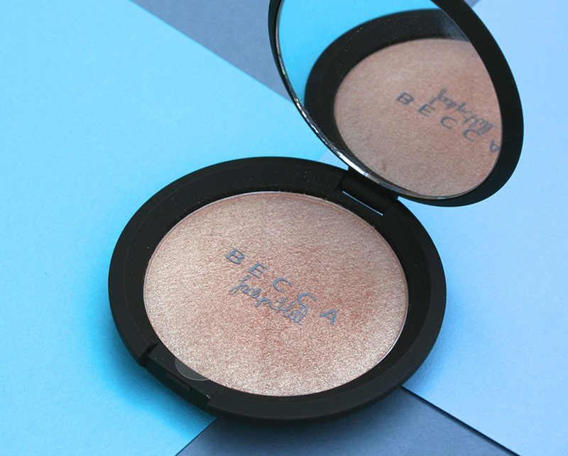 gros plan highlighter c-pop becca