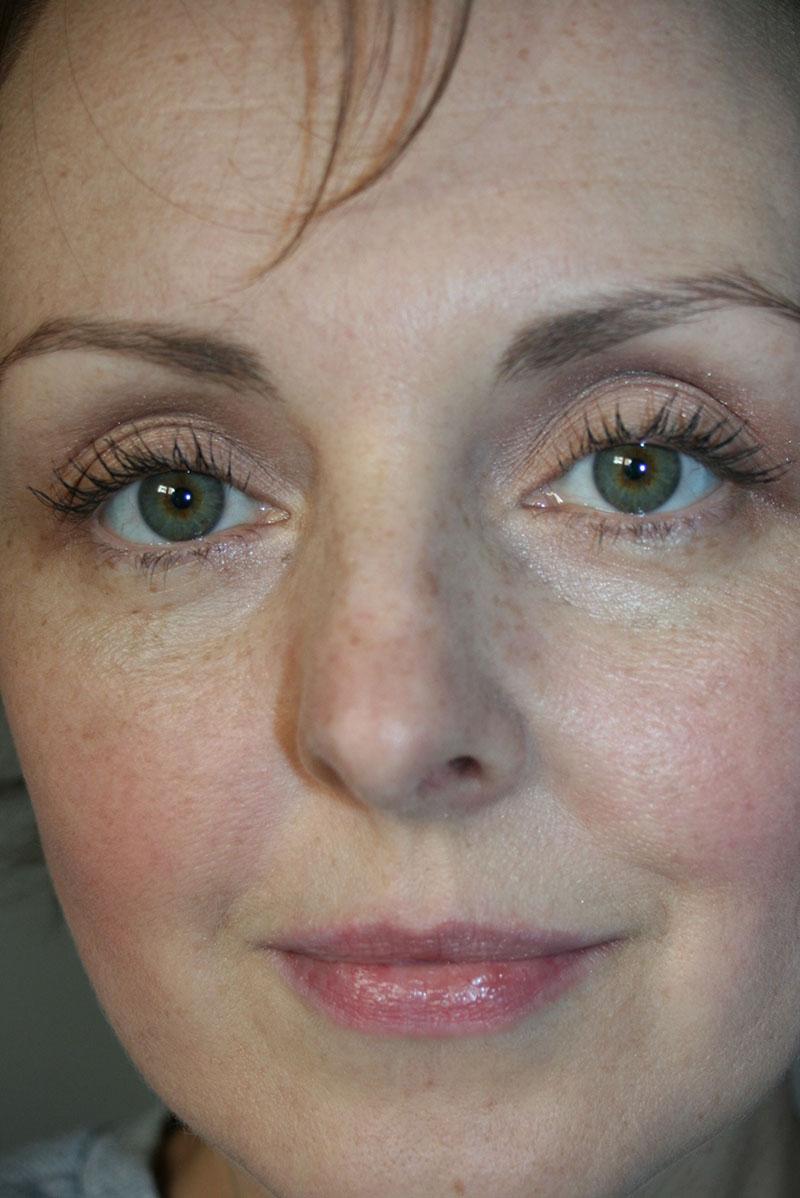 Voilà mes sourcils au naturel, pas réguliers, ni symétriques et un peu clairsemés à la tête...