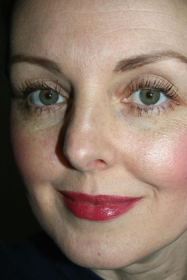 Un petit rendu final sur les yeux (pas moyen de me souvenir de quel rouge à lèvres je porte sur la photo...)
