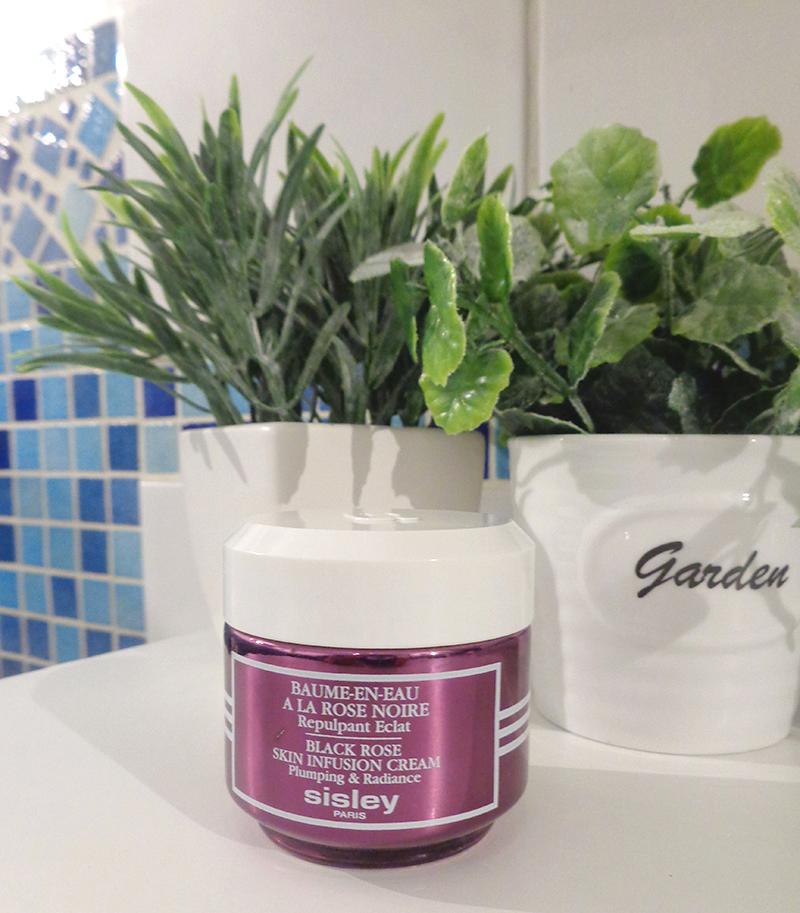 Le baume-en-eau à la rose noire de Sisley : une merveille d'hydratation