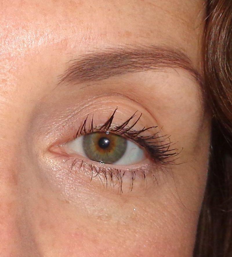 détail mascara volume elissance