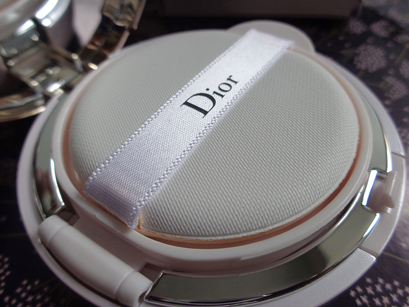 détail cushion Dior