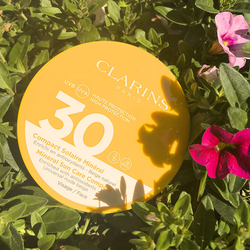 clarins compact solaire
